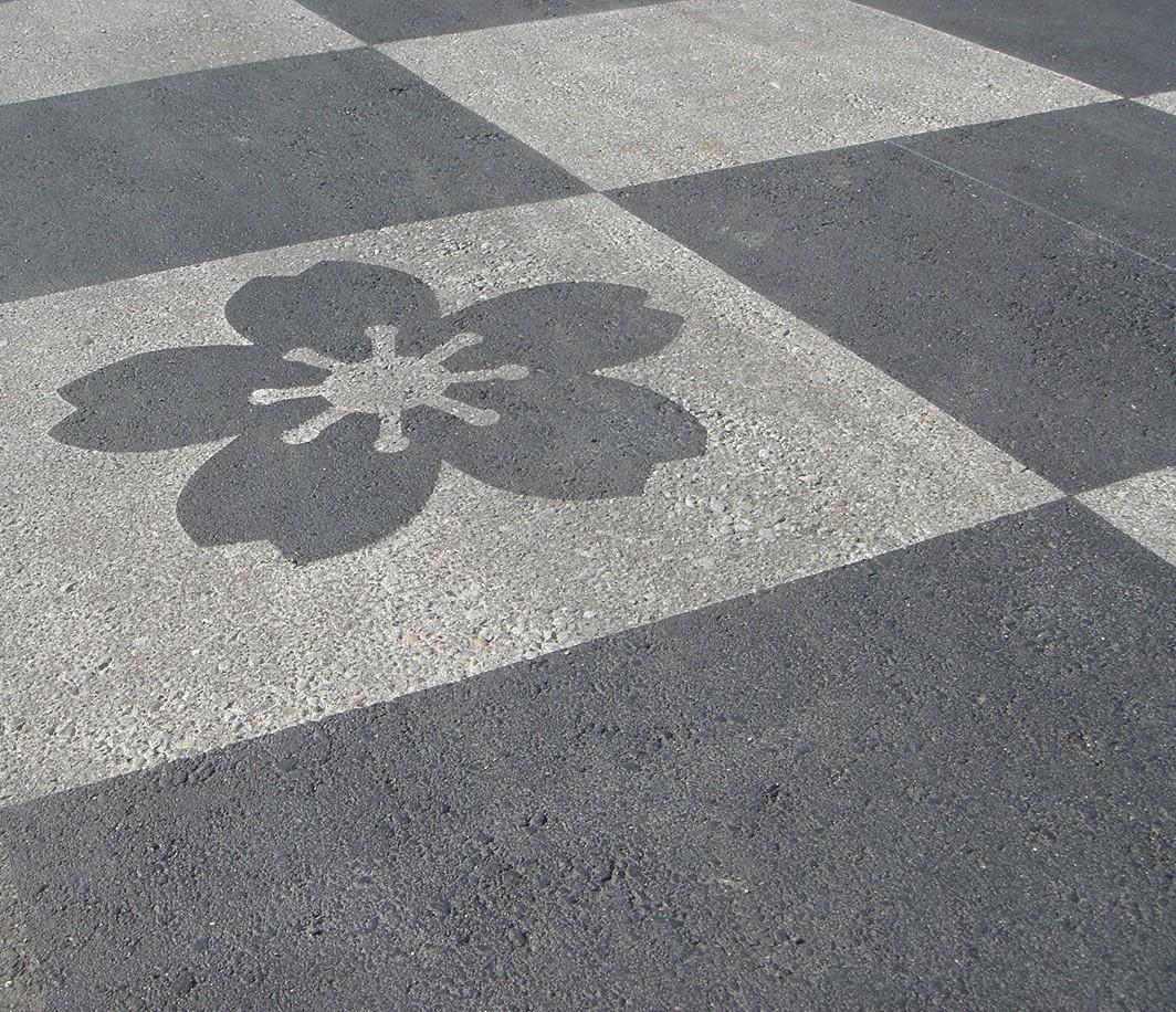 「自然石アート舗装」人、環境にやさしい新しい技術です。 中田建材工業